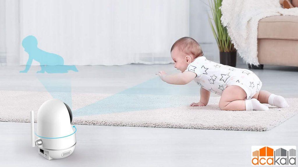 دوربین کودک زمانی که او چهار دست و پا میرود