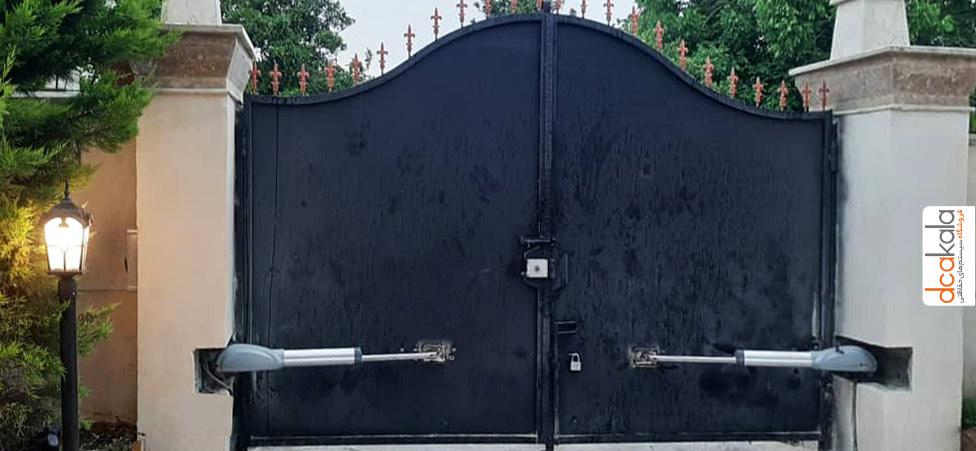 جک درب پارکینگ دیپلمات نصب شده بر روی درب