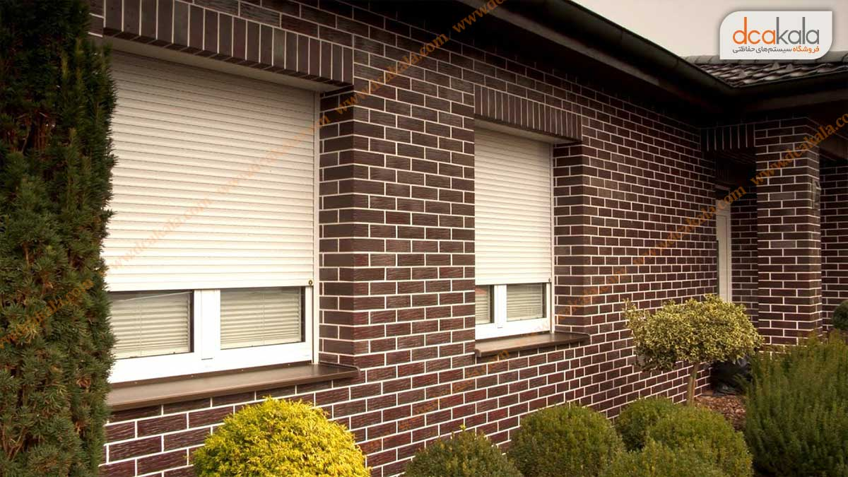 پنجره مجهز به کرکره
